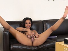 Skin Diamond hangs an assortment of goods from her pussy flaps